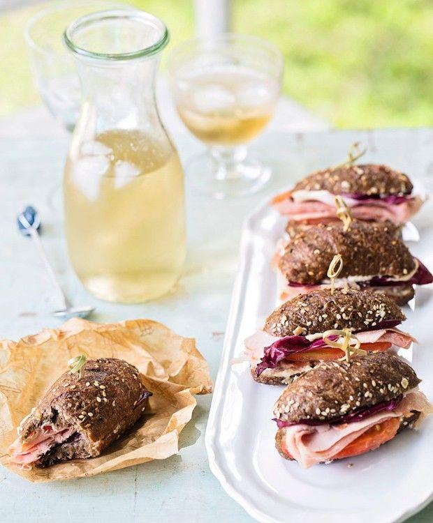 Minissanduíche de pernil | Gammon mini sandwich (Foto: Elisa Correa / Editora Globo)
