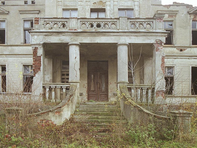 Abandoned mansion abandoned structures pinterest for Abandoned plantations in the south for sale