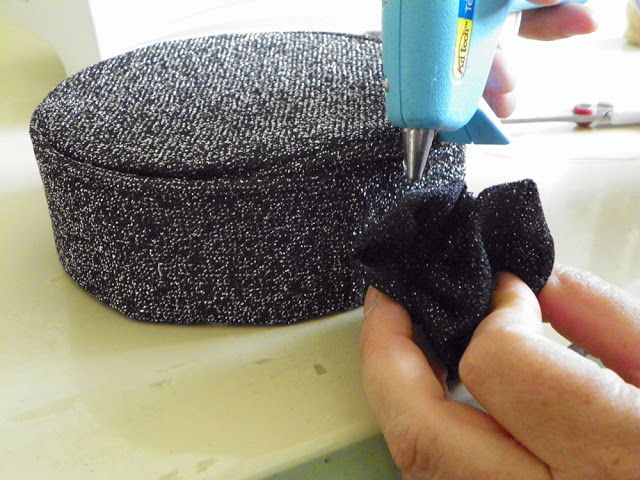 Liz Makes: Liz makes a pillbox hat