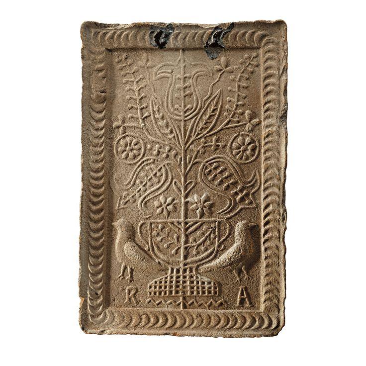 Aukció: 2017. március 8.: Kályhacsempe Kalotaszeg, 19. sz. második fele, R.A. készítői monogram, mázas cserép, sérült