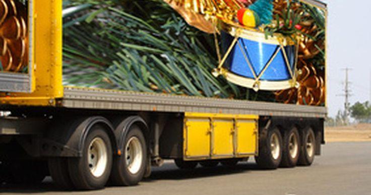 Cuáles son las dimensiones de un camión con remolque. Un camión con remolque también se conoce como semi o camión semi-remolque. Las dimensiones de un camión con remolque varían, pero hay un límite superior.