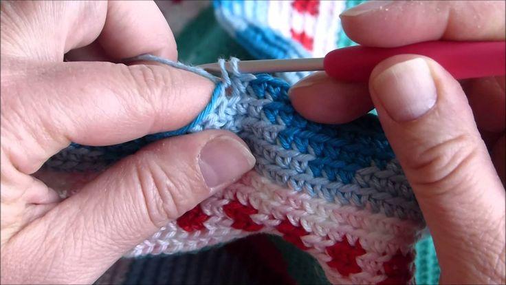 Tutorial mochila crochet / Tutorial mochila haken Pattern available on Etsy: https://www.etsy.com/nl/listing/240760817/haakpatroon-tas-shopper-red-sunflower?...