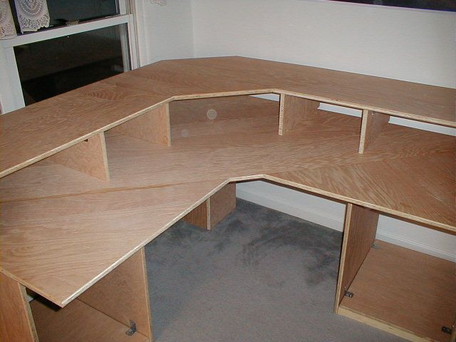 DIY Corner desk - Will be making a desk similar to this plan over the next few weekends. It shall become my DAW! Office DIY Decor, Office Decor, Office Ideas #DIY
