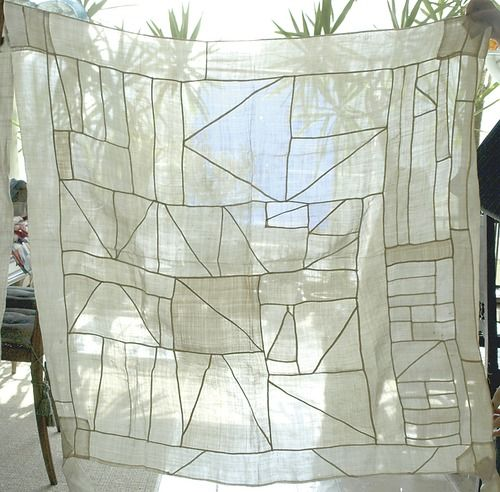 Johanne what is the stitching outlining the triangles?  I need this pattern!