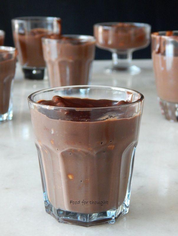 Κρέμα σοκολάτας αντί παγωτού,  γιατί διανύουμε μάλλον Οκτώβριο και όχι Ιούνιο. Δεν μου κάνει κέφι να φάω ή να φτιάξω παγωτ...
