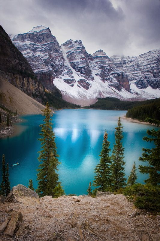 Absolutey beautifil deep turquoise Lake Moraine, nestled in a spectacular Valley in the Canadian Rockies!
