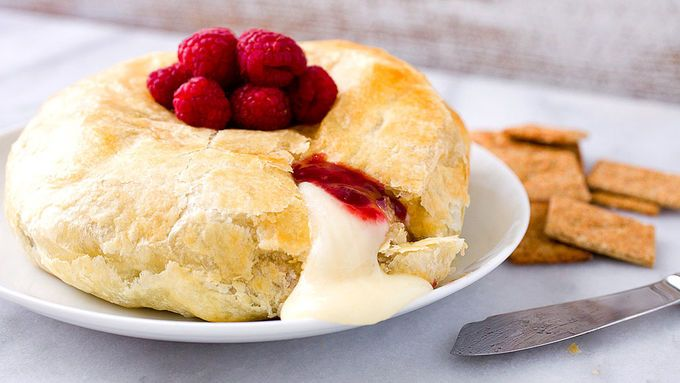 Gooey baked brie with a sweet and spicy kick!