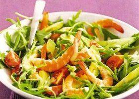 Salade van avocado, trostomaten, rucola met garnalen en een pittige dressing