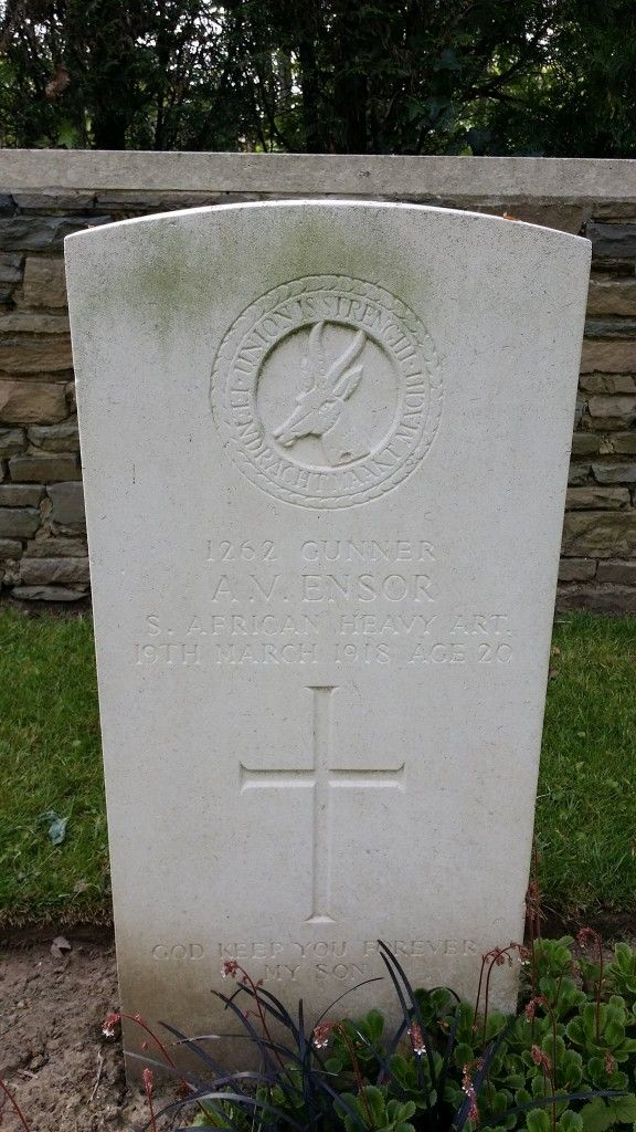 """grave-gorre-chateau Jack Van Den Berg found this """"at the Gorre Chateau in France, near Richebourg…we were there recently on holiday in April…and went and visited a lot of the war memorials… - See more at: http://www.sapeople.com/2014/11/09/remembering-south-african-soldiers/#sthash.Pn2UTpT0.dpuf"""