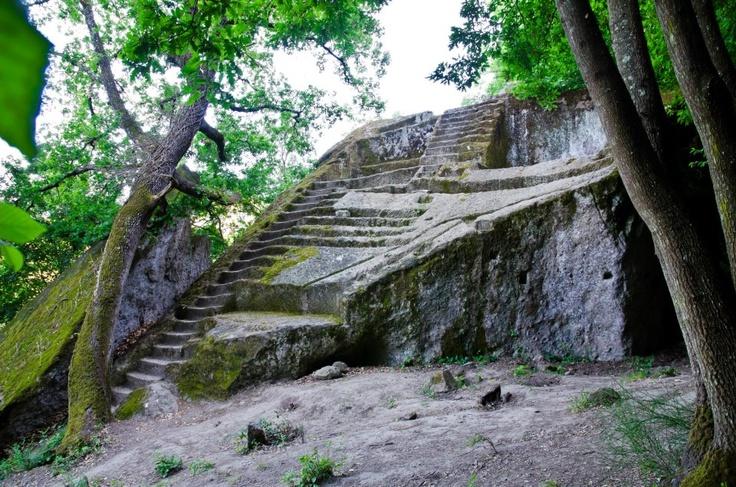 La piramide di Bomarzo,uno dei tanti luoghi misteriosi della Tuscia.  Bomarzo pyramid, a mysterious place like many others in Tuscia.  Photo by Angelo Pagliari  http://www.tusciainrete.it/percorsi/villa-lante-e-bomarzo