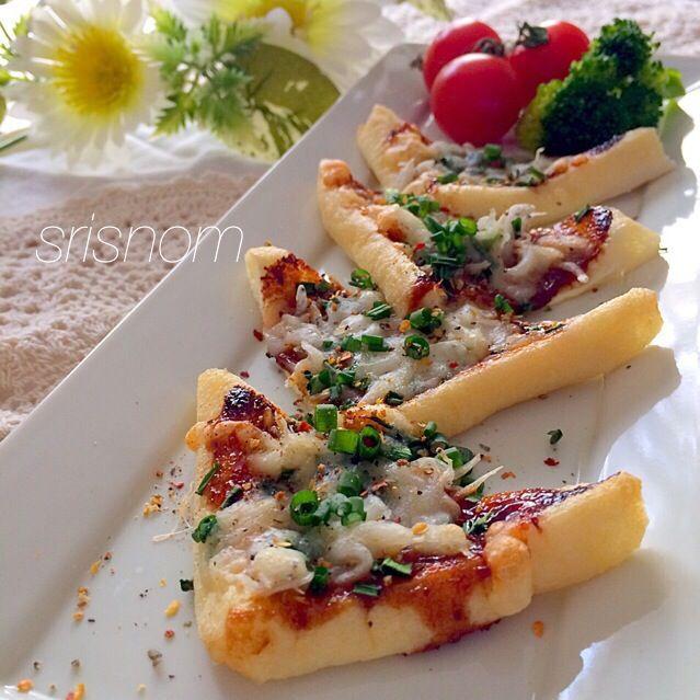 咲きちゃん♡ これ美味し〜っ(≧∇≦) 油揚げがサクッとなって、味噌とチーズ、ネギとしらすがめっちゃ合う! 自分の分、味見で食べちゃった(笑) ごちそうさま♡ありがとう(o^^o)  最近作っていたWともちゃん、このレシピを知るきっかけになった千尋ちゃん、食べ友お願いします♪ ٩(⑅´◡` )۶٩( ´◡`⑅)۶ᵋᵎᵌ⁎४*✧ - 163件のもぐもぐ - 咲きちゃんの ピリ辛ネギ味噌きつねピザ by srisnom