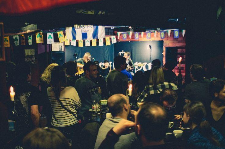 Друзья!  18-го февраля у нас был очень крутой акустический концерт! Спасибо группе #банкнота за крутой звук, атмосферу и теплые чувства!  Приходите к нам на мероприятия с живой музыкой - массу позитива обещаем!  #brawlerspub #pub #irishpub #moscowpubs #beer #stout #tastybeer #irishstyle #пиво #паб #пабымосквы #ирландскийпаб #стаут #университет #академическая #ленинскийпроспект #пятница #праздник #москва #атмосфера #рок #романтика #концерт #музыка #деньвсехвлюбленных #банкнота #афиша