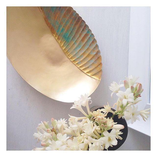 Our stunning shell platter. Feels a little bit romantic  Created by our incredibly talented artisans in India. Handmade metal work is a dying art. Remember every purchase makes a difference. Click through to zarparinteriors.com  #globalliving #homewares #interiordecor #brass #brassdecor #softgold #handmade #tableware #weddingdecor #weddinginspo #northernbeaches #sydney