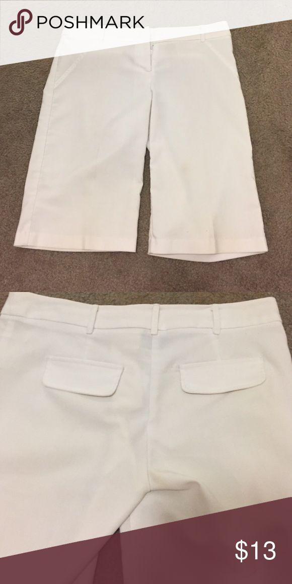 Dressy Bermuda shorts White Bermuda shorts. Back pocketed are just for show. XOXO Shorts Bermudas