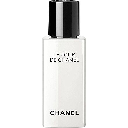 CHANEL LE JOUR DE CHANEL REACTIVATE Morning Reactivating Face Care. Apply after toning in the morning. Can use as a moisturiser on top. All skin types
