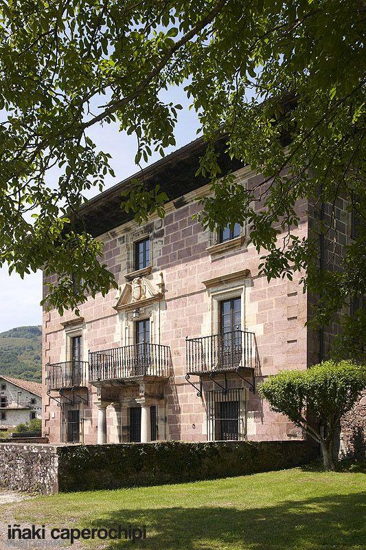 Palacio de Jarola. Elbete. Baztan. Navarra. © Inaki Caperochipi Photography