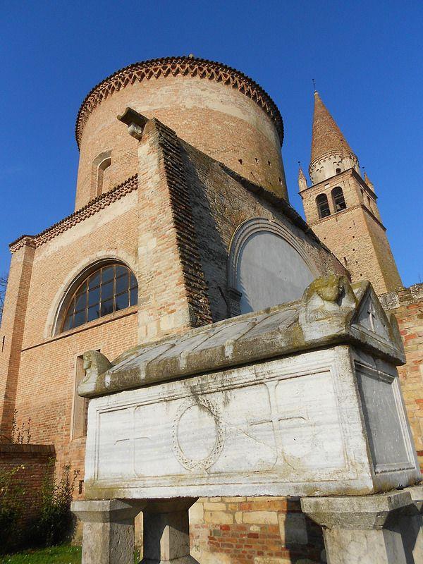 sarcofago di Alberto Azzo II d'Este, Abbazia della Vangadizza e della moglie Cunegonda di Altdorf, Badia Polesine