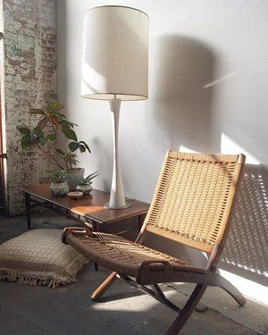 Eclectic mix of Mid Century makes this bright cozy nook 🌿 Yugoslavian Jute folding chair $525 in the style of Hans Wegner • Lane walnut and oak dovetail coffee table with peg legs $350 • massive white Maurice Villency lamp $300 〰〰〰 #MidCentury #midcenturymodern #midcenturyfurniture #yugoslavia #yugoslavian  #hanswegner #jute #ropechair #mauricevillency #plants #humpday #floorpillow #1960s #lane #americanmodern