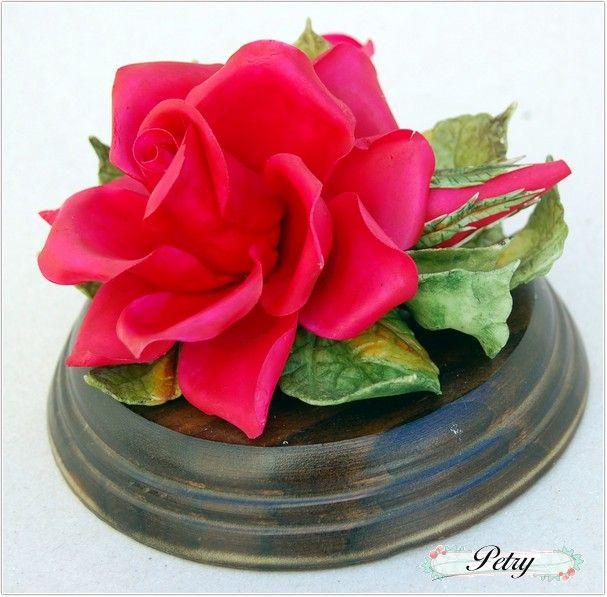 Rosa roja de maicena. www.petry.es