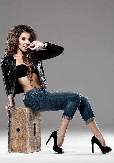 model: Klaudia Łosin MUA: Emilia Staciwa hair: Tomasz Szabuniewicz assist: Bartek Zaborowski photo / retouch: Marek Korlak  #fashion #photography #korlak #photographer #girl #woman #sexy #chick #rock #studio #curly #hair #long