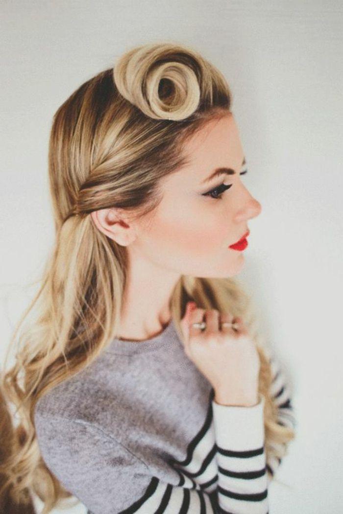 frau mit langen, blonden haaren und 50er frisur