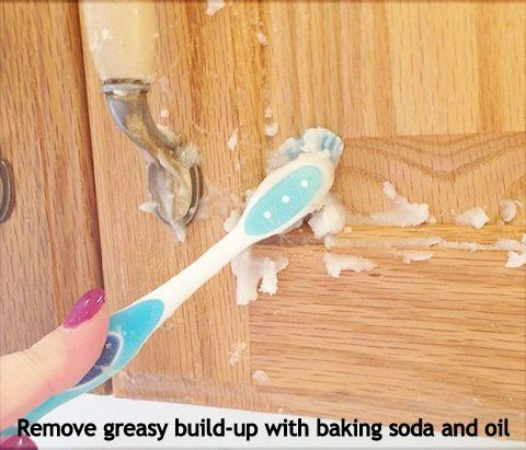 Cupboard De-gunker Make a paste of 1 part vegetable oil and 2 parts baking soda, and using a toothbrush, scrub all of the greasy, grimey build-up from your kitchen or bathroom cupboards. Wipe clean with a damp cloth, and voila, you have grime-free cabinets.