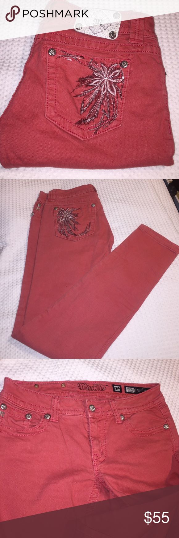 Miss Me. Skinny. Waist 29 inseam 32 *used * ( not new ). No wear on bottoms these are super cute. Excellent condition. Fast ship Miss Me Jeans Skinny