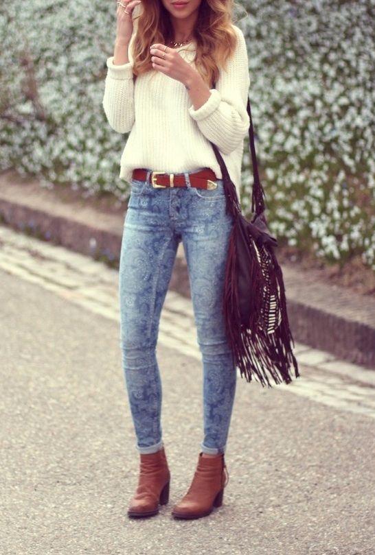 O blusão, a dobra da manga e a cor da calça