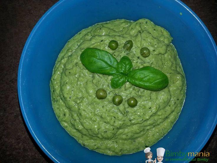 Pesto di zucchine e piselli, la ricetta per il pesto alle zucchine leggermente modificata per un risultato da leccarsi baffi, spatola e boccale! Ingredienti: