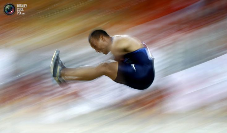 92. Bryan Clay of the U.S. competes during the men's heptathlon event at the IAAF World Indoor Athletics Championships at the Aspire Dome in Doha March 12, 2010. REUTERS/Dominic Ebenbichler \