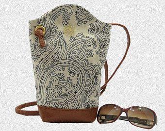 dabcc45ad Bolso bandolero,Bolso cruzado cuerpo, bolso tela estampada,Bolso tela y cuero  sintetico,Bandolero regalo mujer,cartera beige azul-marino