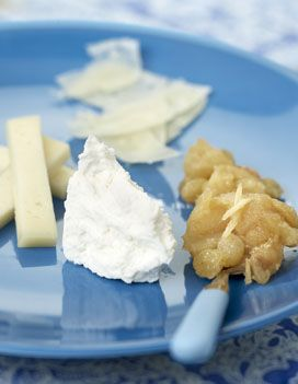 Recette Chutney de pommes :    Pelez le gingembre et râpez-le en bâtonnets de la taille d'une allumette.   Versez le vinaigre et la cassonade dans une sauteuse et portez à ébullition.   Pelez les pommes et coupez-les en quartiers. Retirez le cœur et coupez chaque quartier ...
