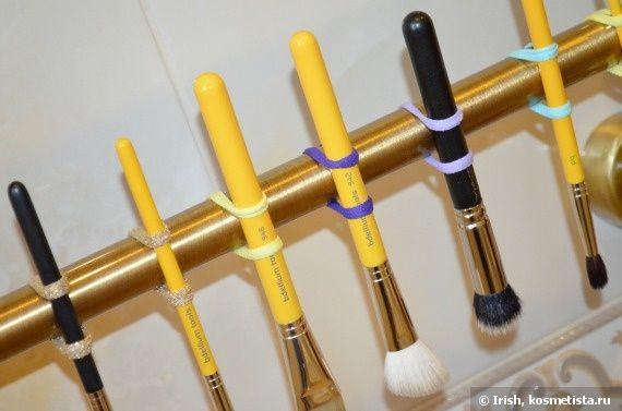 Всем привет!  Сегодня у кистей для макияжа был «банный день», и я решила рассказать и показать как я это делаю, а заодно и поделиться своим способом сушки кистей. Приглашаю под кат!    Кистей у меня не так много, это базовый набор Bdellium Tools Studio Line, состоящий из 7 основных универсальных кистей и