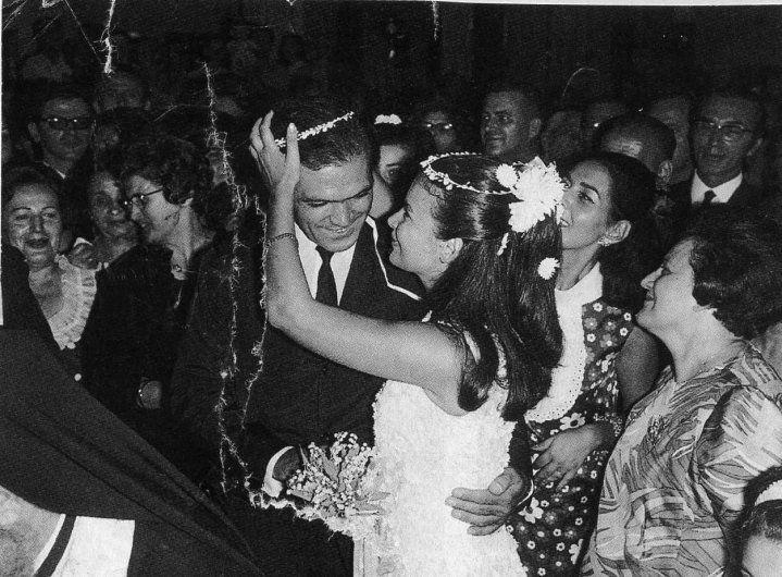 Ο γάμος του Κώστα Καζάκου με τη Τζένη Καρέζη, Αθήνα 1968. Kostas Kazakos and Tzeni Karezi wedding day, Athens 1968