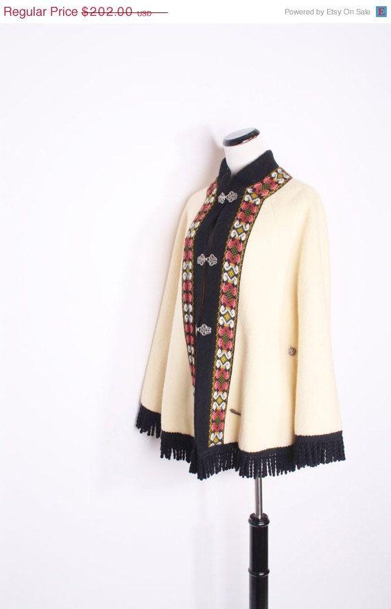 25 Off SALE  Vintage Cape / Cape / Cloak / Outterwear by aiseirigh, $151.50