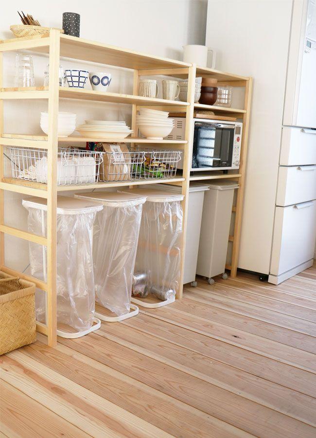"""「壁に付けられる家具」や「パイン材ユニットシェルフ」を使ってスマートに収納&管理。""""ムジラー""""でミニマリストのやまぐちせいこさんが、「無印良品」のアイテムでできる整理整とん術を紹介します。"""