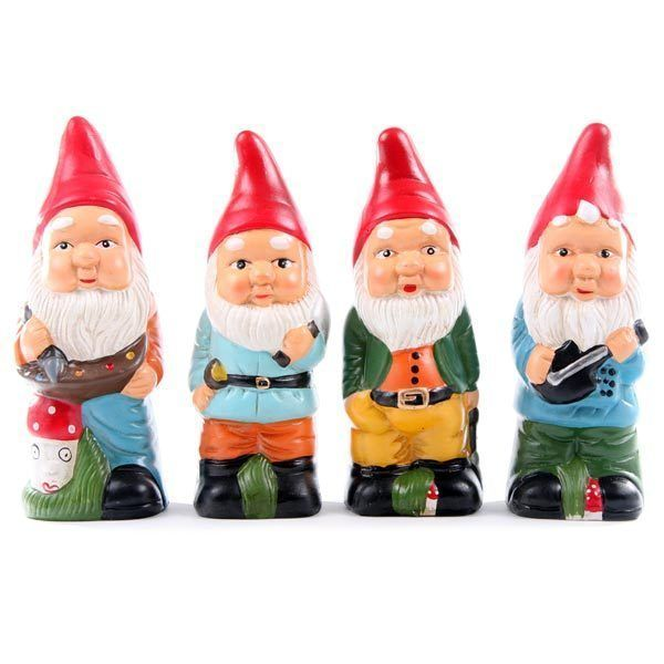 ever since gnomeo & juliet, i've developed a thing for garden gnomes, and these ones are simply adorable ♥