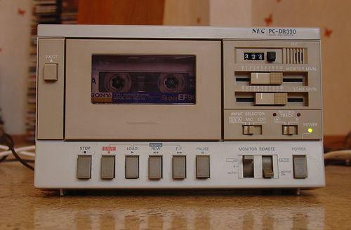NEC PC-DR330. Magnetófono de cartuchos Compact Cassette para música o datos