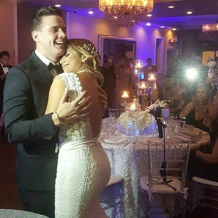 FELICIDADES A MARCOS PEREZ Y ESPOSA POR SU BENDECIDA UNION.  Recientemente @markosmusica se casó y lo celebro de la mejor forma en Miami. Felicidades y que sigan los exitos  #news #american #top #pty  #runway #style #musics #aruba #miami #doral #colombia #fashion #lifestyle #glam #glamour #luxury #lujo #estilodevida #glamshootnewsweek #glamshootigers #selectaigers #panama #venezuela #video #507 #onehappyisland