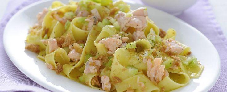 Pappardelle al salmone con sedano e crumble Sale&Pepe ricetta