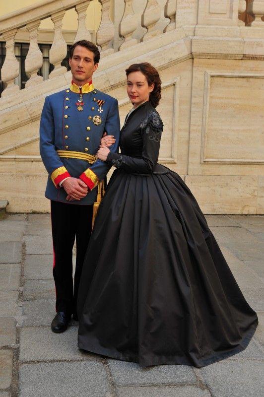 David Rott and Christiana Capotondi as Keiser Franz and Keiserin Elisabeth in Sissi (2009).