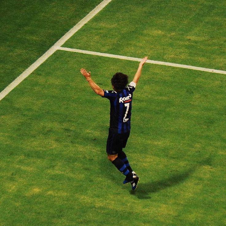 決勝ゴールを決めた遠藤保仁 ガンバではゴール決めても喜びを爆発しない男が派手に喜ぶ姿に驚きながらカメラを連写していました この一枚だけポストするのも勿体無いので連写したヤットのゴールパフォーマンスの写真全部を動画で次のポストでお見せします #VSCOcam #vscojp #vscojapan #gambaosaka #gamba #ガンバ大阪 #stadium #instagood #osaka #jp_gallery #wow_nihon #icu_japan #lovers_nippon #wu_japan #japan #bns_japan #team_jp_ #team_jp_西 大阪 #jleague #市立吹田サッカースタジアム #igersjp #Jリーグ #遠藤保仁 #EndoYasuhito by qgk2013
