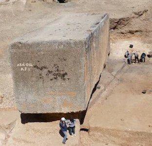 Größter Baustein aller Zeiten: Archäologen graben im Steinbruch der Tempelanlage von Baalbek wieder einen Riesenbrocken aus