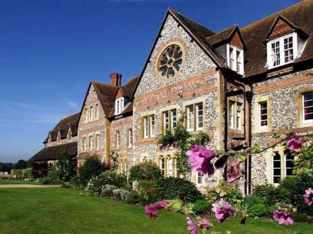 Bradfield College Wedding Venue In Reading Berkshire Set The Idyllic