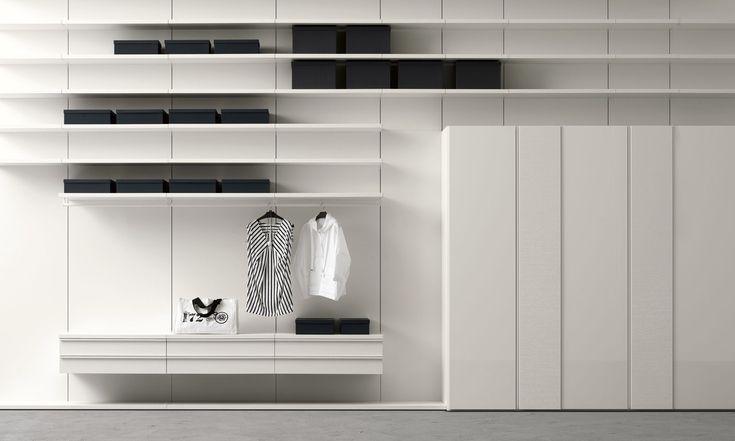 Cabina armadio moderna in legno laccato bianco  Sangiacomo  #legno #pareti #cassetti #madeinitaly