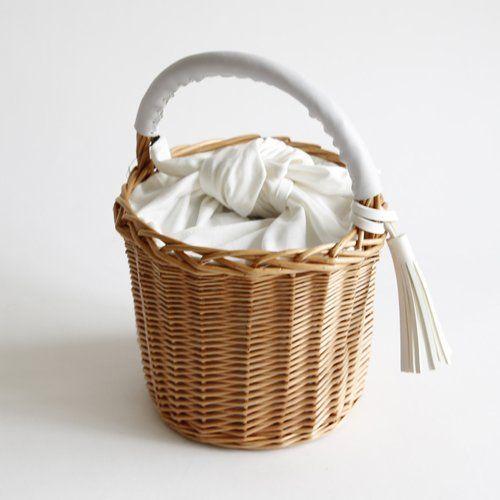 Amazon   WILLOW タッセルバケットバッグ かごバック バスケット (ホワイト)   カゴバッグ