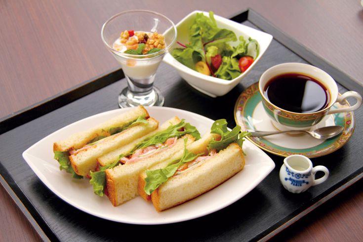 ミックスサンドモーニングセット ハム、レタス、きゅうり、トマトの組み合わせがおいしい定番のサンドイッチです。