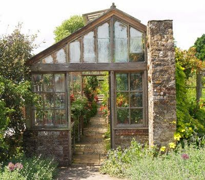17 meilleures images propos de greenhouse serre verri re jardin d 39 hiver sur pinterest. Black Bedroom Furniture Sets. Home Design Ideas