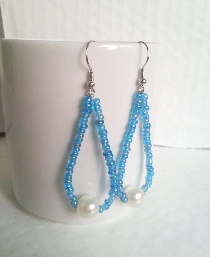 orecchini a goccia con perline in vetro color azzurro mare e perla sintetica bianca / earrings : Orecchini di elenalucc