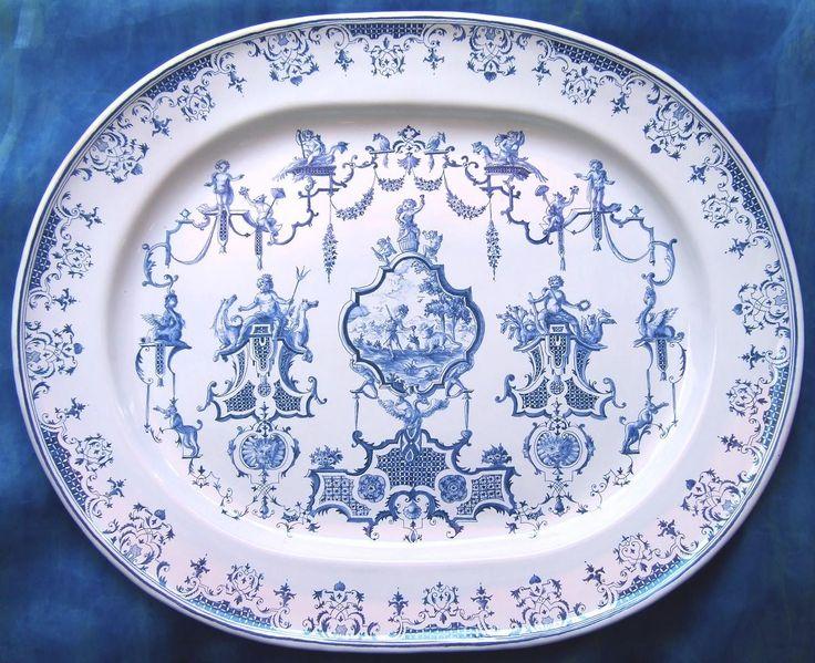 Plat ovale Bérain Hercule et Apollon en faïence de Moustiers artisanat céramique France